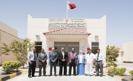 Gulf Air Delegation Visit Patients at Muharraq Geriatric Hospital